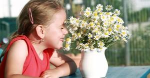 Аллергология, девочка с цветами