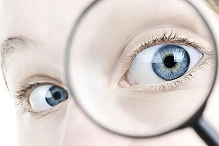 Удаление инородного тела из глаза